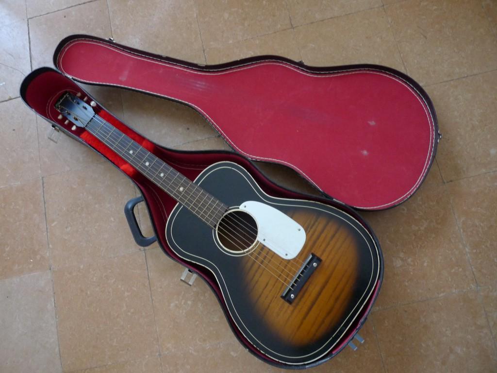 Vendo guitarra acustica silvertone de 1959 con funda en for Guitarras barcelona