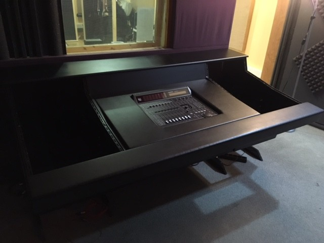 Vendo mueble de estudio para avid c24 en gipuzkoa - Muebles para estudio de grabacion ...