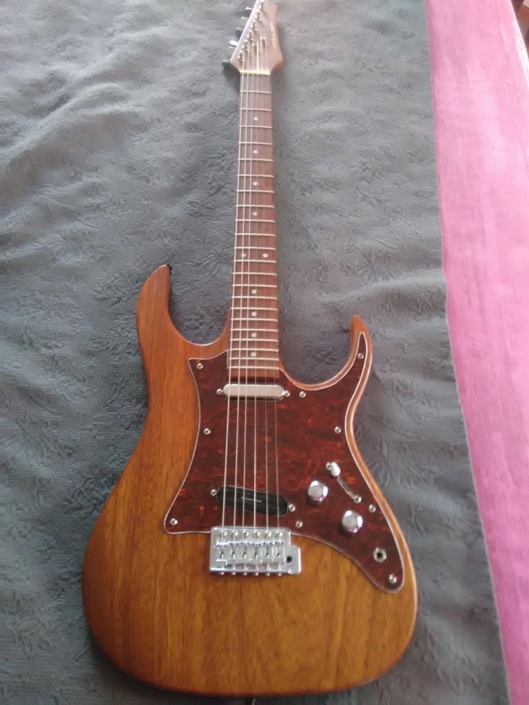 Vendo guitarra de luthier en cantabria for Guitarras de luthier