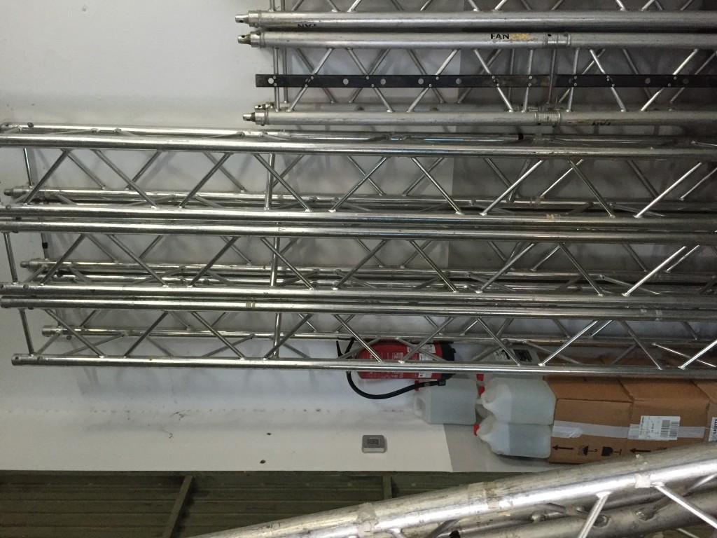 Vendo truss 30x30 en cuadrado marca guil en badajoz for 30x30 costo del garage