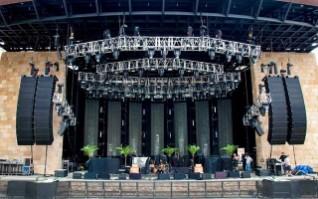 Equipo de sonido en vivo e iluminación